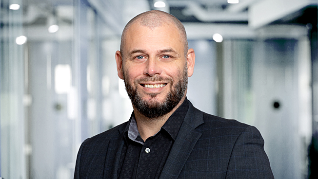 Stian Karlsen, Adb Regnskap